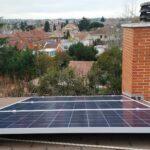 3 módulos solares con la visa de Aravaca al fondo